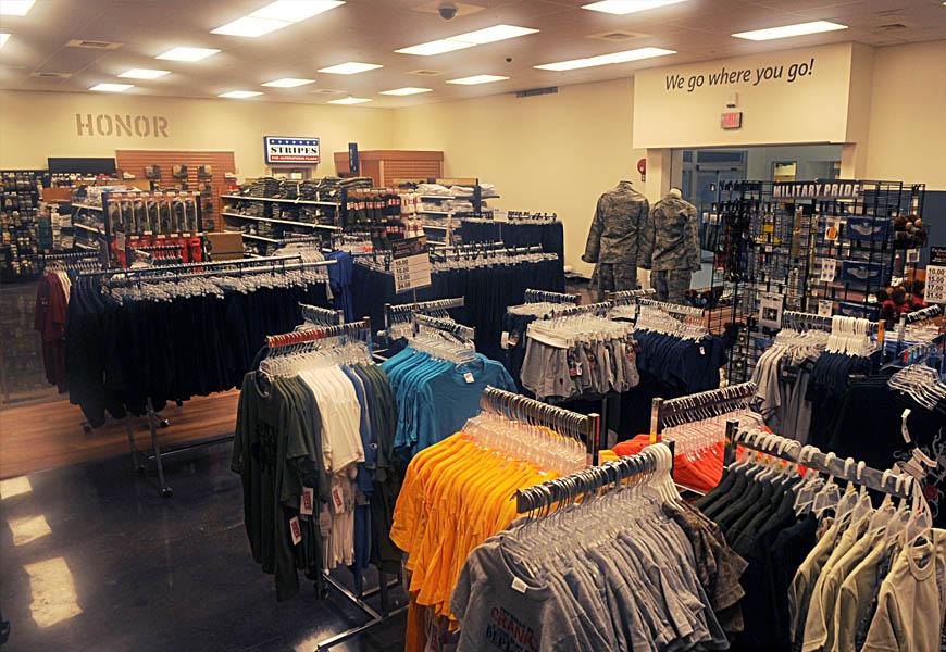 arredamenti per negozi di abbigliamento